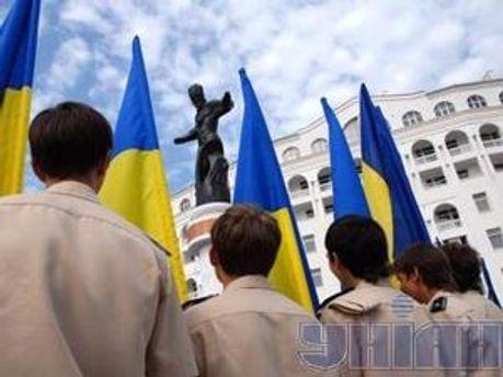 Ветерани відзначили свято біля пам'ятників Сагайдачному і Шевченку у Севастополі