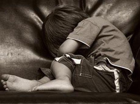В Україні діти часто страждають від батьків