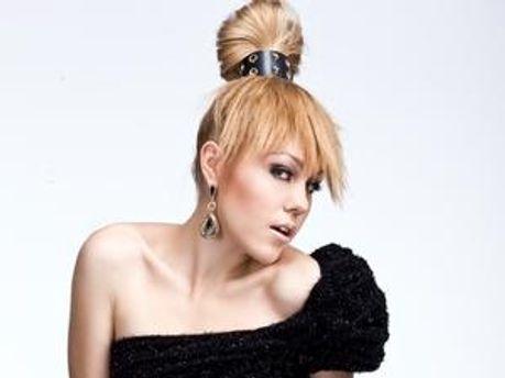 Співачка Alyosha