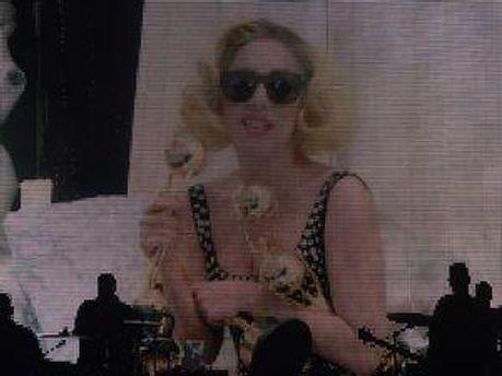 Леді Гага закидали нагородами