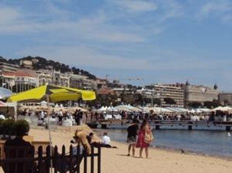 Пляж у французькому курортному містечкуКанни