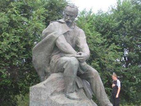 Пам'ятник Тарасу Шеченку у казахстанському місті Актау