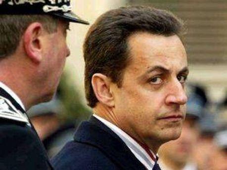 Ніколя Саркозі ледь врятувався від пляшкової атаки