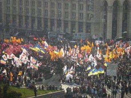 Більшість українців довіряють церкві і не вважають необхідною багатопартійну систему