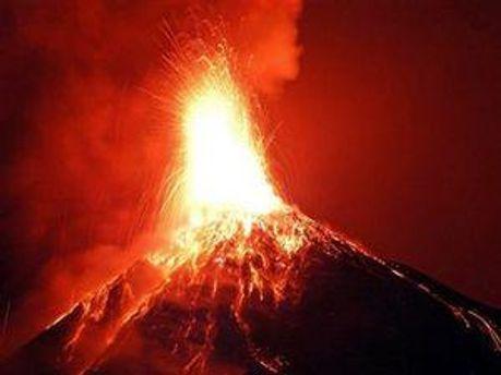 Трагедія сталася, коли репортер знаходився всього в 50 метрах від жерла виверження вулкана.