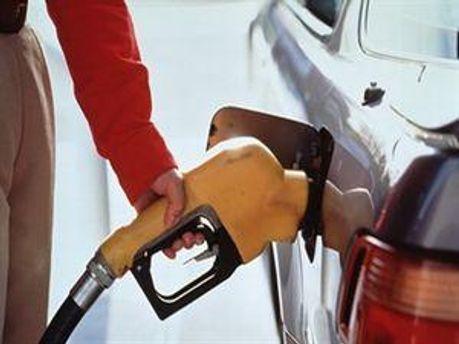 Середня роздрібна ціна бензину А-95 знизиться на 3 коп