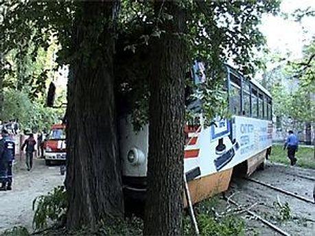 У Дніпропетровську вагон трамвая зійшов з колії