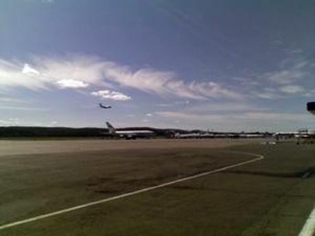 Літак розбився при заході на посадку