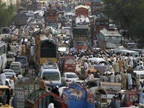 Майже мільйон людей у пакистані вимушені тікати