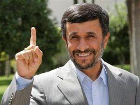Махмуд Ахмадінеджад живий і здоровий