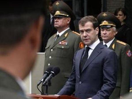 Сьогодні Президент РФ Дмитро Медведєв звільнив низку офіцерів