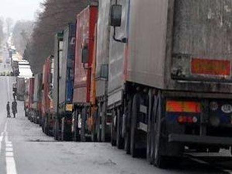 Кілометрові черги на кордоні з Польщею