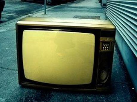 Селяни відмовились від телевізора заради спілкування