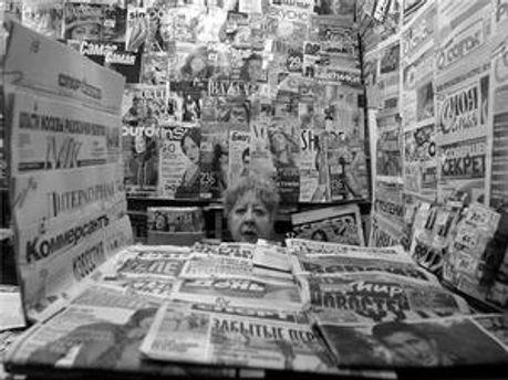 Продажі газет падають всюди, крім Азії і Африки