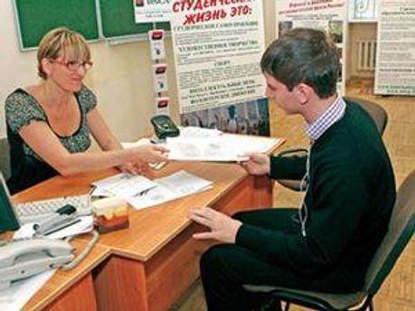 Абітурієнти повинні подати документи у вузи до 10 серпня