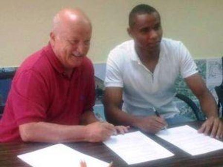 Жажа і Садрі Шанер підписують контракт