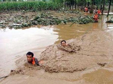 У Китаї тривають сильні дощі