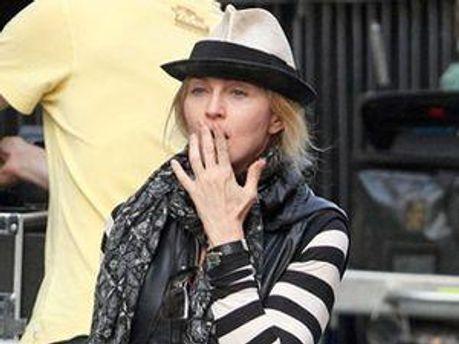 Мадонна позіхає на зйомках