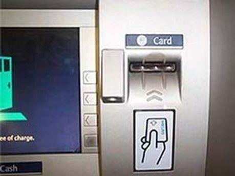 Банкомат всю ніч роздавав гроші
