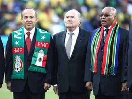 Зепп Блаттер (у центрі) під час відкриття чемпіонату світу у ПАР