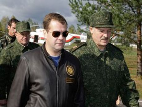 Лукашенко звинуватив Медведєва у непорядності