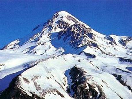 Гора Казбек у Північній Осетії