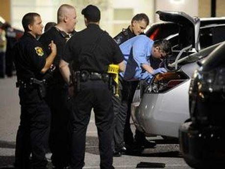 Зараз поліція перевіряє причетність присутніх на вечірці до стрілянини