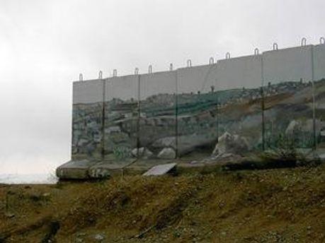 Стіна у Гіло