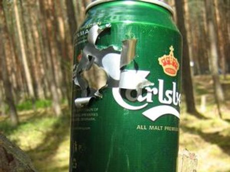 Брати поїхали в ліс стріляти по пляшках