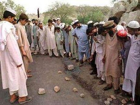 В Афганістані таліби забили пару закоханих камінням