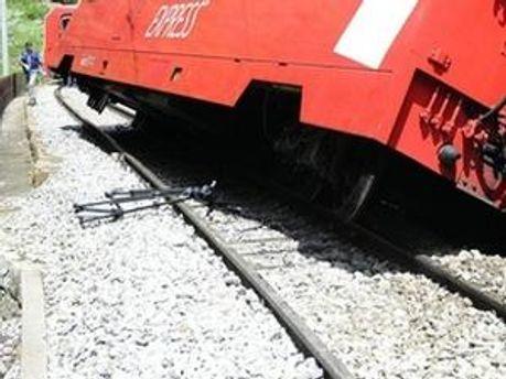 Потяг зійшов з рейок на ділянці, де міг їхати із швидкістю 120 км/год