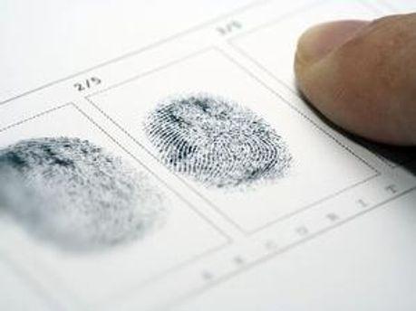 У Росії проведуть експеримент з відбитками пальців у документах