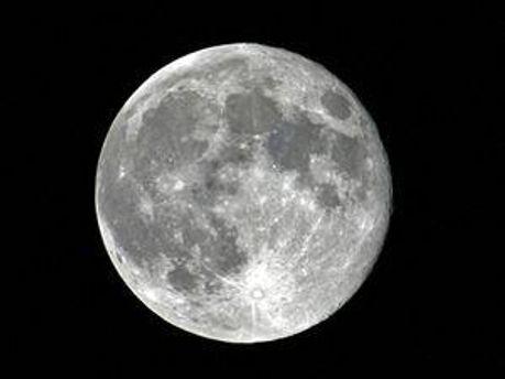 Місяць втрачає розміри