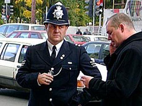 Британських поліцейських просять вдягати скромні труси