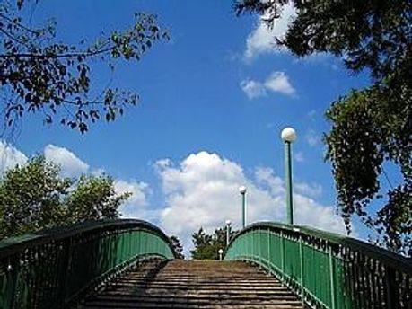 Міст кохання у Черкасах до реставрації