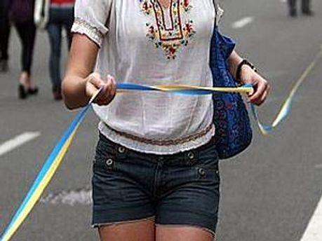 У Києві розтягнуть майже двокілометрову синьо-жовту стрічку