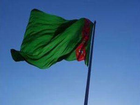 Прапор Туркемнистану на найвищому флагштоку