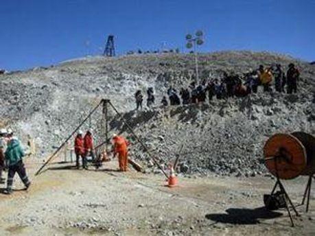 У Чилі бурять тунель глибиною 700 м, щоб дістати 33 шахтарів