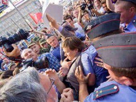 Міліція розігналі мітинг опозиції у Москві