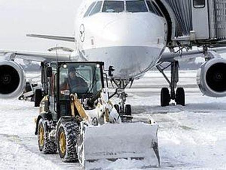 Через снігопади авіаперевізники втратили десятки мільйонів євро