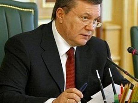 Янукович звільнив ще кількох чиновників