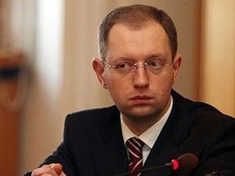 Йдеться про перетворення держави на потворну диктатуру, — Яценюк