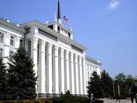 Місця в уряді поділи між собою три з чотирьох партій, представлених у парламенті