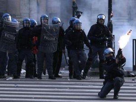 Поліція Тунісу застосувала сльозогінний газ