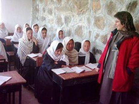 Афганські дівчата тепер можуть спокійно відвідувати школи