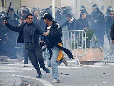 Заворушення у Тунісі тривають