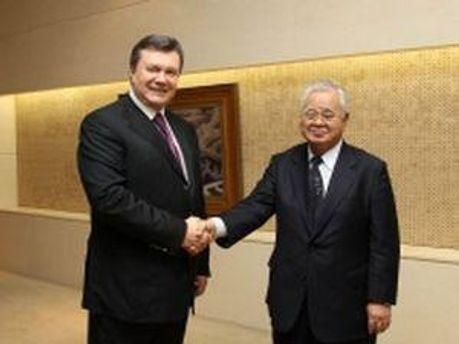 Віктор Янукович з головою Японської федерації бізнесу Хіромасою Йонекурою