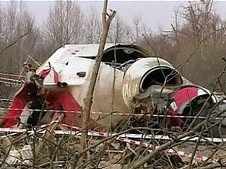 Згідно з висновками Міждержавного авіаційного комітету, в кабіні пілотів польського літака перебували сторонні особи