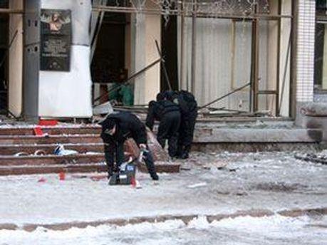 На місці вибухів фахівці СБУ і МНС проводять слідчі дії