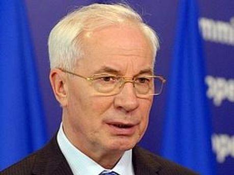 Азаров вважає недостатньою фінансову допомогу світових організацій